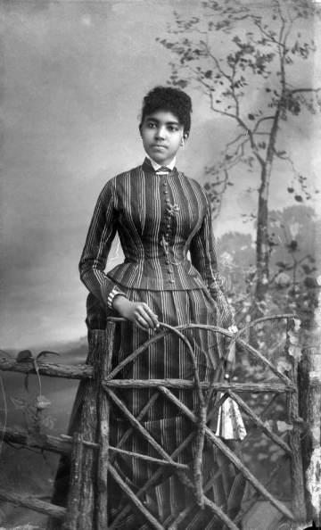 alvan-black-victorian-woman-2